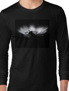 B&W photo, Insect on a white flower.Silent Long Sleeve T-Shirt