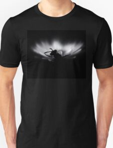 B&W photo, Insect on a white flower.Silent T-Shirt