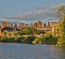 Hampton Court Palace by TheWalkerTouch