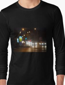 Defocused lights on the stream of cars and traffic lights Long Sleeve T-Shirt