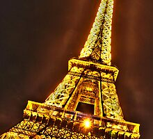 Tour Eiffel by Kathryn  Young