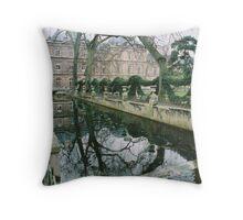 Un Parc de Paris Throw Pillow