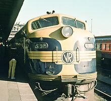 S315 heading VR train at Spencer Street Melbourne 19741299 0008 by Fred Mitchell