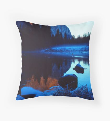 EL CAPITAN, MERCED RIVER Throw Pillow