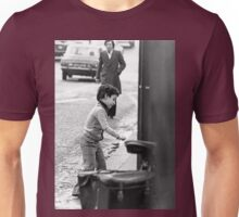 Collector, On the Way to M.Cartier Bresson Paris 1975 22 (b&n)(t) by Olao-Olavia par Okaio Création Unisex T-Shirt