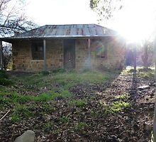 Denmans Cottage in the afternoon sun, Hill End, NSW by DashTravels