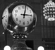 3 past 3 at Grand Central terminal - New York by fionapine