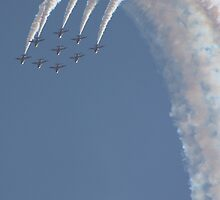 On The Crest Of A Wave - The Red Arrows by JenMetcalf