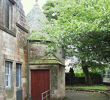 Kilbirnie Auld Kirk exterior 2 by Ray Vaughan
