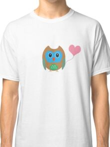 Cute owl with heartballoon Classic T-Shirt