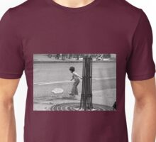 Collector, On the Way to M.Cartier Bresson Paris 1975 21 (b&n)(t) by Olao-Olavia par Okaio Création Unisex T-Shirt