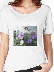 bt2 Women's Relaxed Fit T-Shirt