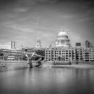 St Pauls Cathedral, London by David Henderson