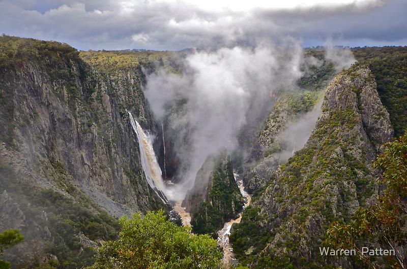 Wollomombi Falls. 15-6-11. by Warren  Patten