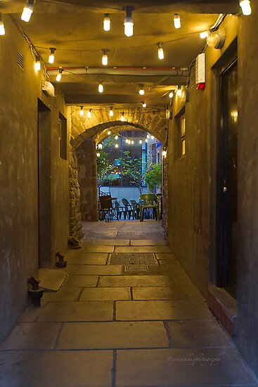 Deacon&#x27;s House Cafe - Brodie&#x27;s Close - Edinburgh, Scotland by Yannik Hay