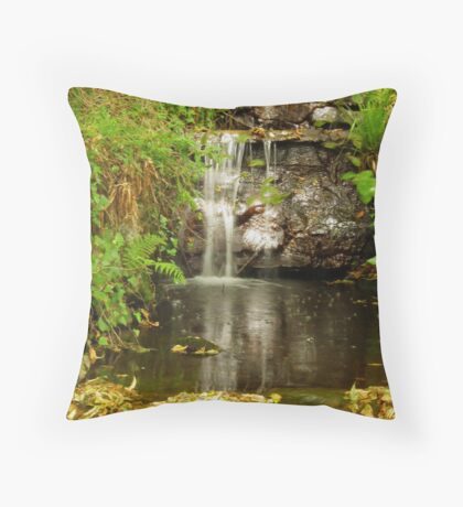 Tumbling water Throw Pillow