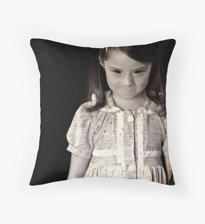 She Knows Throw Pillow