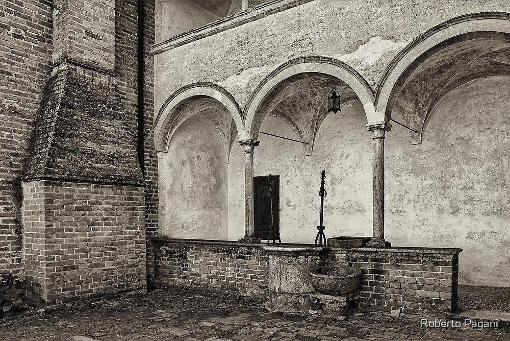 Well and arcade by Roberto Pagani