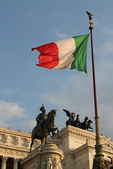Italian Flag on Il Vittoriano by Samantha Higgs