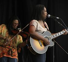 2011 MBBF Ruthie Foster & Her Fiddler by Sandra Gray