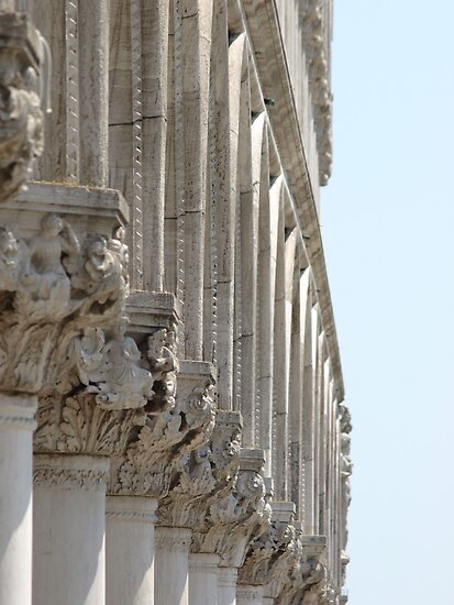 Colonnade - The Doge's Palace, Venice by kimhaz