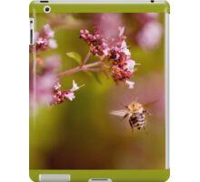 Flying bumblebee taking nectar iPad Case/Skin