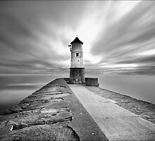 Berwick Upon Tweed Lighthouse (Mono) by Ian Parry