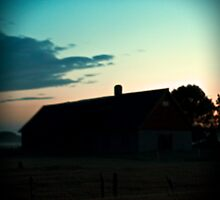 Barn in the Night by tutulele