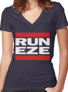 RUN ZEKE ELLIOTT! - Ezekiel Elliott Shirt Women's Fitted V-Neck T-Shirt