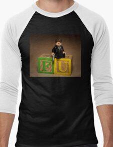 Frank Underwood on blocks with Gun Men's Baseball ¾ T-Shirt