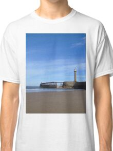 Whitby harbour wall Classic T-Shirt