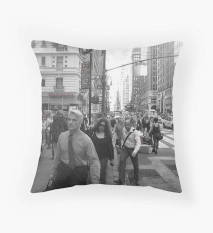 NYC rush! Throw Pillow