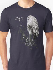 Barred Owl Shirt - Keeping an eye out. Unisex T-Shirt