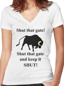 Shut that gate! Women's Fitted V-Neck T-Shirt