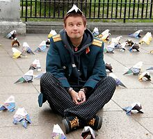 LEICESTER SQ: LONDON 5 Mr Orange Likes Pigeon Hat' by Tuartkatz