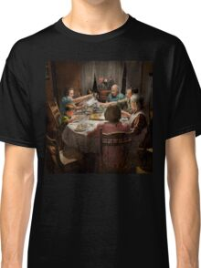Family - Home for the holidays 1942 Classic T-Shirt