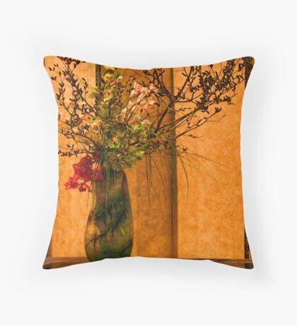 La Vase Throw Pillow
