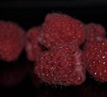 Ripe red raspberries by Sianwestern
