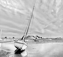At low tide by Gouzelka