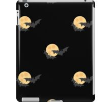 Black bats against the moon in the sky 2 iPad Case/Skin