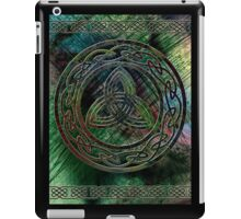 The Green Triquetra - Celtic Knotwork with a Rainbow Background iPad Case/Skin