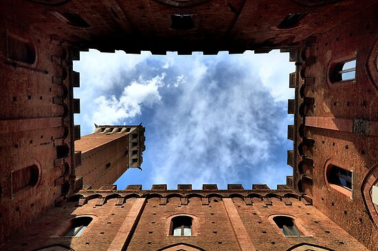 Palazzo publico, Sienna, Italy, frogs perspective by Javimage