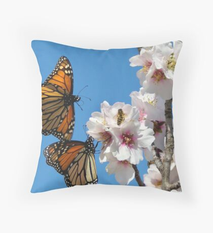 Homing In Throw Pillow