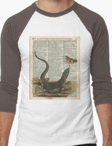 Lizard catching a moth,Vintage Illustration of Reptile. Men's Baseball ¾ T-Shirt
