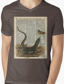 Lizard catching a moth,Vintage Illustration of Reptile. Mens V-Neck T-Shirt