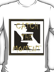 Catch the moment. T-Shirt