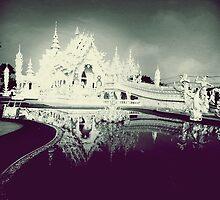 Wat rong khun  by Phruksa
