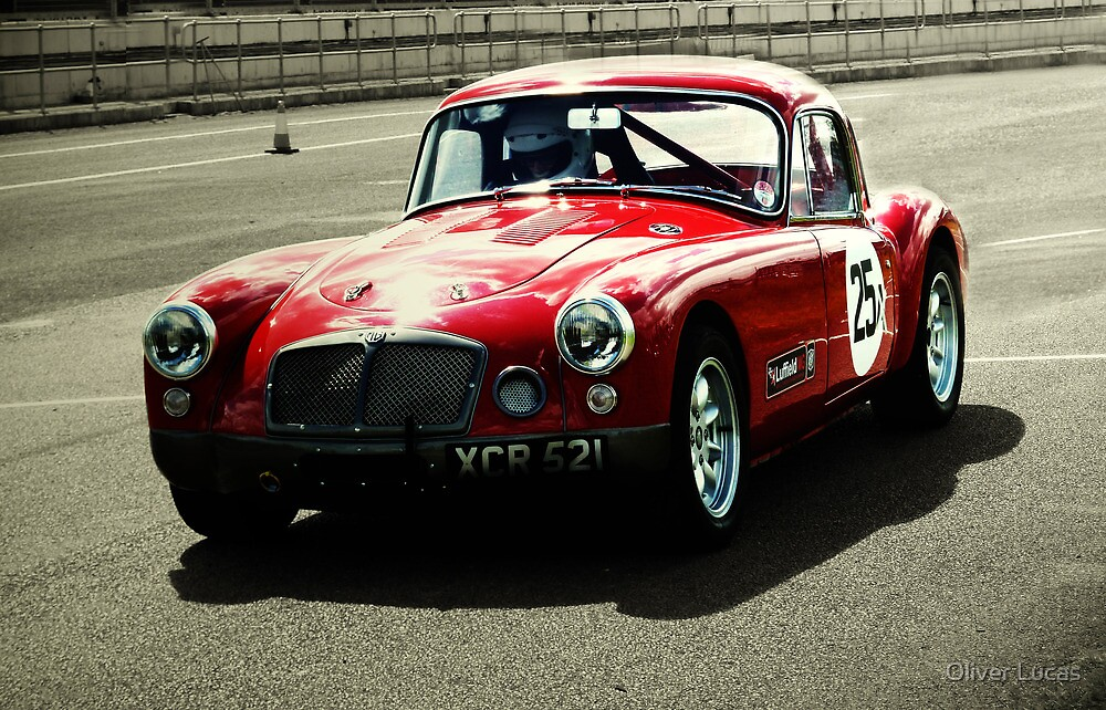 Classic MG - Castle Combe by Oliver Lucas