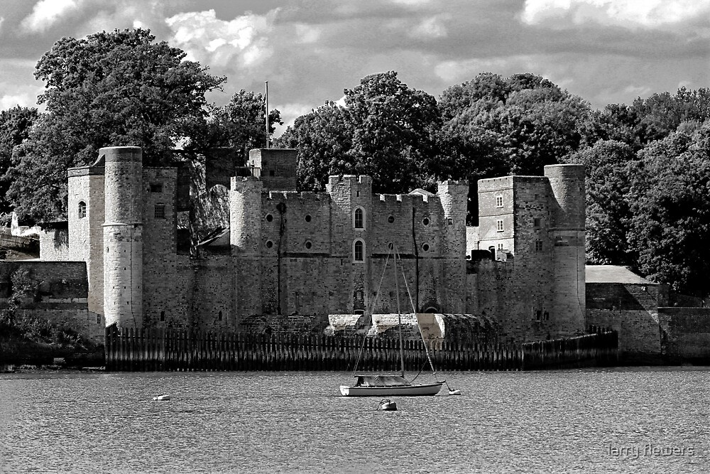 Upnor Castle (English Heritage) by larry flewers