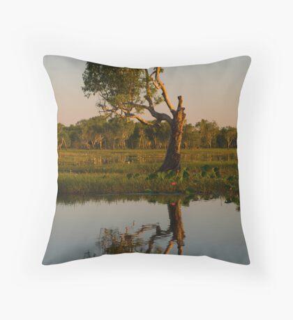 Kakadu 2 Throw Pillow